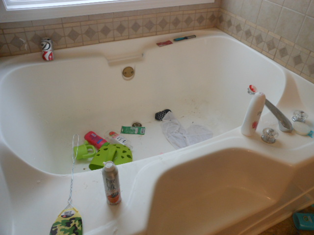 Bathroom Tub 1 Before